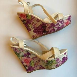 Floral BAMBOO Wedges. Size 8